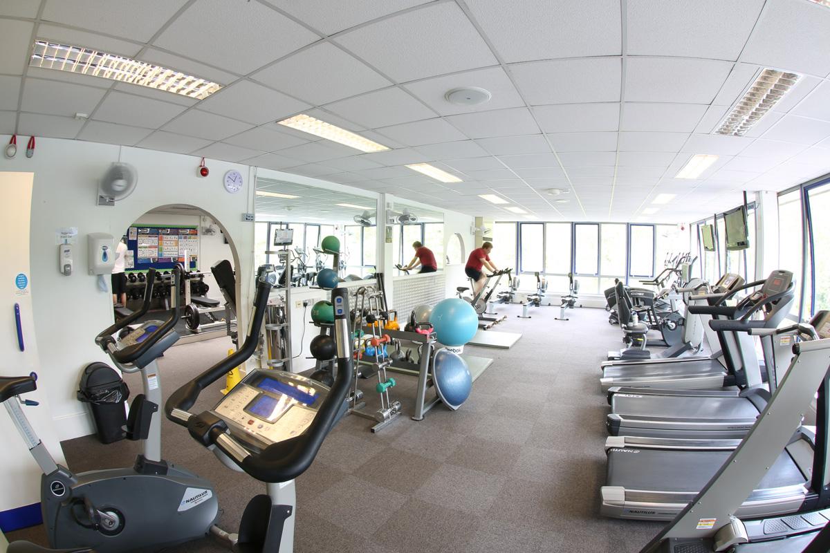 Sports centre gym gower college swansea for Gimnasio sport gym