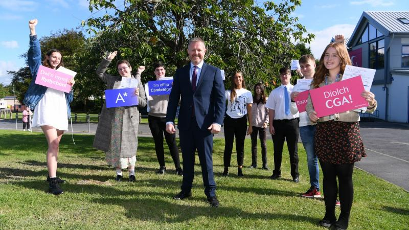 Students celebrate fantastic exam results for 2021