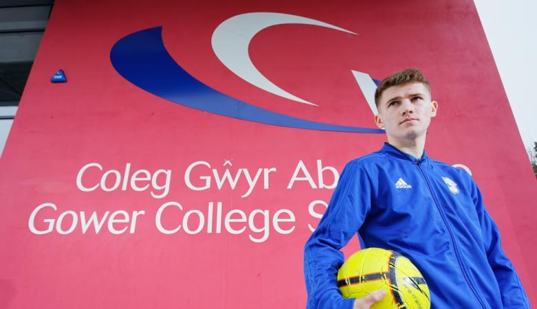 Former student signs to Cardiff City